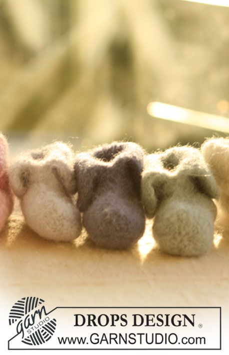 "Felted DROPS slippers in 2 threads ""Alpaca"". ~ DROPS Design"