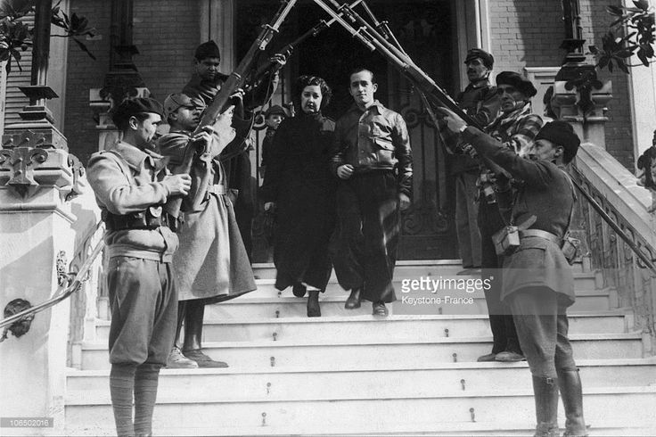Spain - 1937. - GC - An International Brigade Volunteer Was Married In A Village On The Madrid Front On September 14, 1937. His Friends Formed An Archway With Their Rifles.