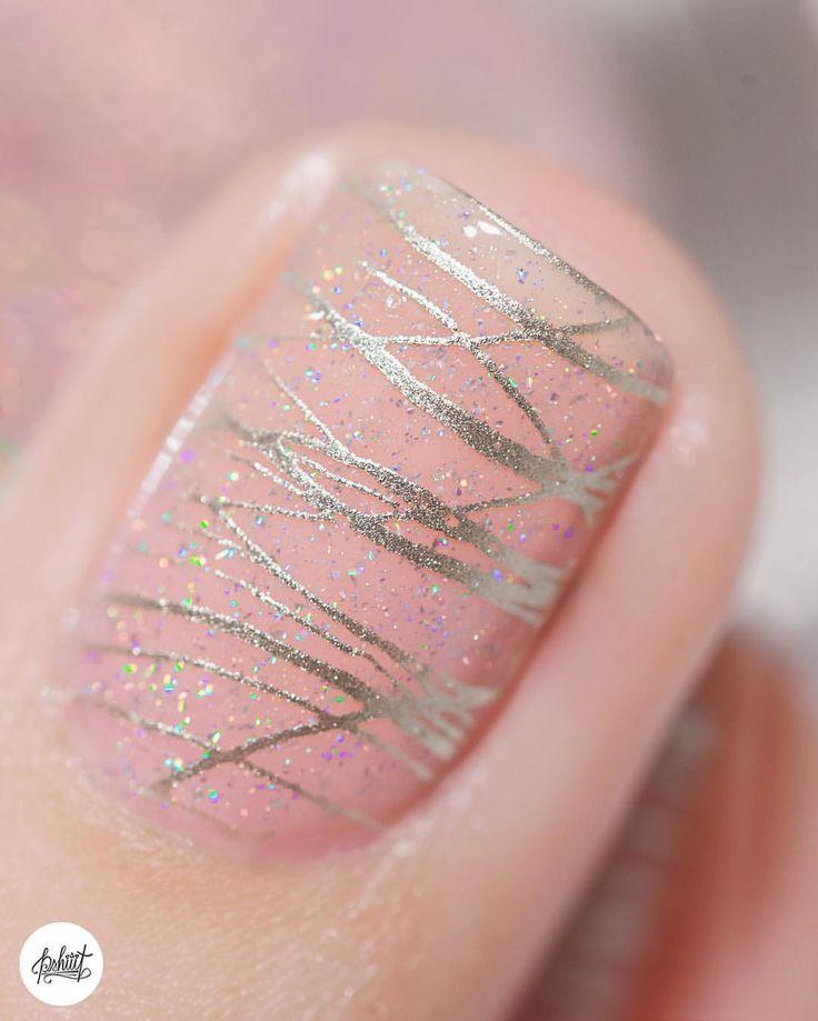 """Pshiiit [nails & more - ] on Instagram: """"Une couche de Mademoiselle d'Essie en guise de """"fond de teint d'ongle"""", une couche de Sweet Pea de Ilnp, un stamping tout doré avec As good As Gold d'Essie et la plaque Moyou Holyshape 08... ET BIM, I'M A PRINCESS ✨ #nails #nailstagram #stamping #nailart #ilnp #moyou #essie #vernisaongles"""""""