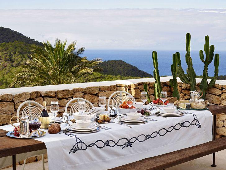 #excll #дизайнинтерьера #решения В новом летнем сезоне коллекция от Zara Home переносит нас на один из испанских островов, впечатляя своей коллекцией на фоне прекрасных морских пейзажей.