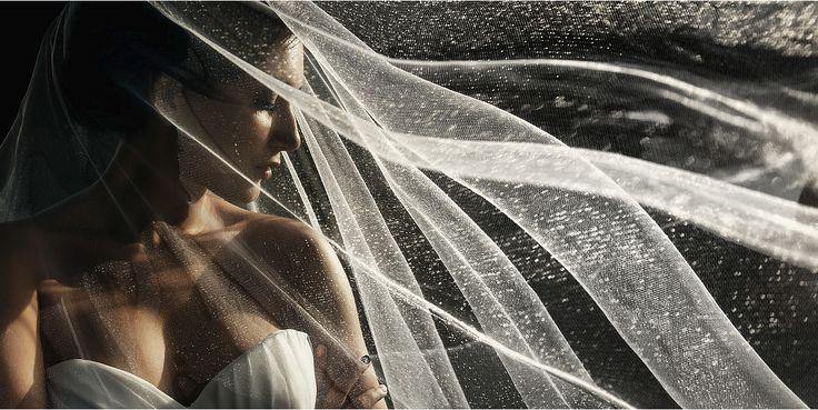 Фата отпад, красивый профиль невесты, свет.