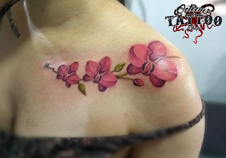 Tatuaje color realismo flores hombro mujer Realizado en Octopus Tattoo Shop   Por Sergio Rueda  Facatativá - Cundinamarca   Whatsapp: 3133398444