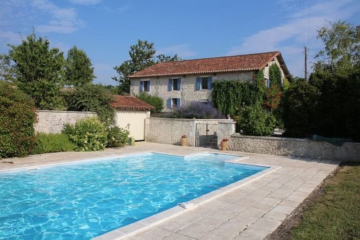 This lovely 4 bedroom barn conversion is truly the french dream.  The stone built property sits in its own garden of nearly 3000 m² with a 12 m x 6 m swimming pool and sunbathing terrace overlooking the idyllic rolling countryside.  In a very private situation, but only a short drive from the popular village of Verteillac, the house is currently used as a holiday home and is very successfully rented out over the summer period for the past 5 years. As you walk in to the generous double height…