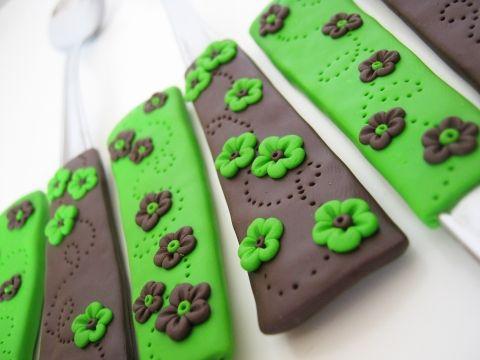 zöld barna virágos kanál készlet, Konyhafelszerelés, Barátnőm számára készült ez a konyhájával harmonizáló zöld-barna virágos kanál készlet....