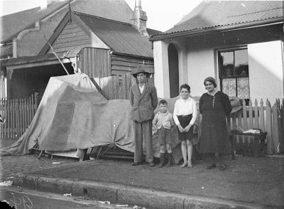 An original Anzac and his family evicted from their Redfern home into the street during the Depression, William Roberts, 1929. Courtesy State Library of New South Wales