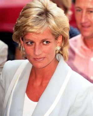 ELOKUU 1996 Charlesin ja Dianan avioero on vihdoin selvä. Diana sai 17 miljoonan punnan korvauksen ja lasten huoltajuus jaettiin tasapuolisesti. PA Images