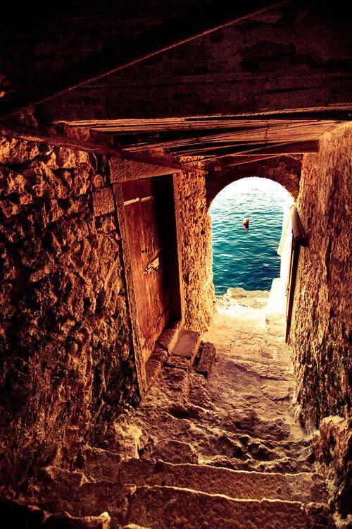 A passage to the sea in Crete, Greece