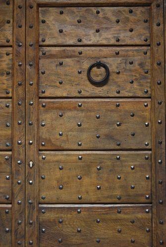 Riproduzione di un portone di ingresso di castello antico