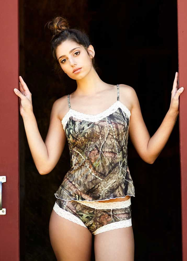 Get the best of both worlds with this cute and comfortable Country Lace Camisole. (Bottoms sold separately) The Mossy Oak Break-Up® Country® Camo and scalloped lace camisole is perfect for any night i
