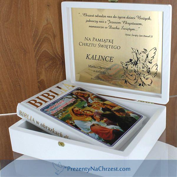 Biblia w gotowym do wręczenia białym pudełeczku z grawerowaniem dedykacji, życzeń prosto od serca ;) http://bit.ly/1WeIvJk
