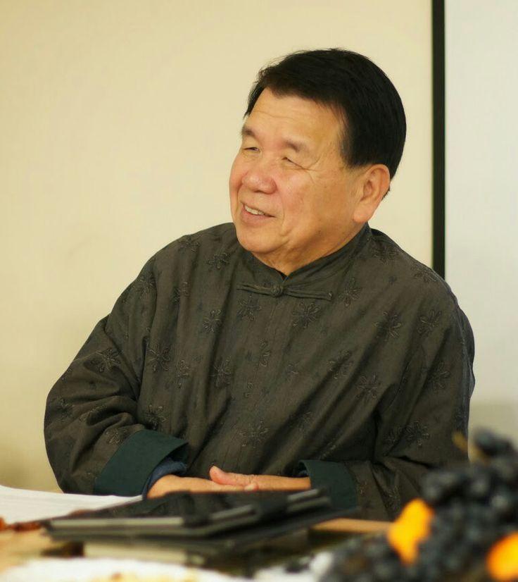 Вдруг осознал масштаб Шентана Су, моего учителя фэншуй. Он - единственный (!) в Китае и в мире мастер традиционной Школы форм фэншуй. Восхищаюсь его попыткой реабилитировать доброе имя фэншуй. Не распыляется по мелочам, не отвлекается на второстепенные детали. Зрит в корень, говорит только о самом главном для гармоничного обустройства жилья, рабочего места, любого пространства. Всегда удерживать в уме общее видение, глобальную перспективу - это в том числе и талант. #фэншуй #феншуй