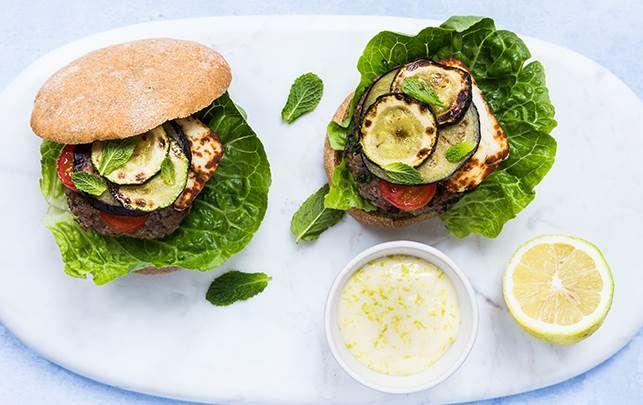 Burger med halloumi og aubergine - fit living - ALT.dk