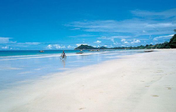 Ngapali Beach in #Myanmar (foto: Mandala Travel)  Meer info op:  http://www.zuidoostaziemagazine.com/de-belangrijkste-bezienswaardigheden-van-myanmar