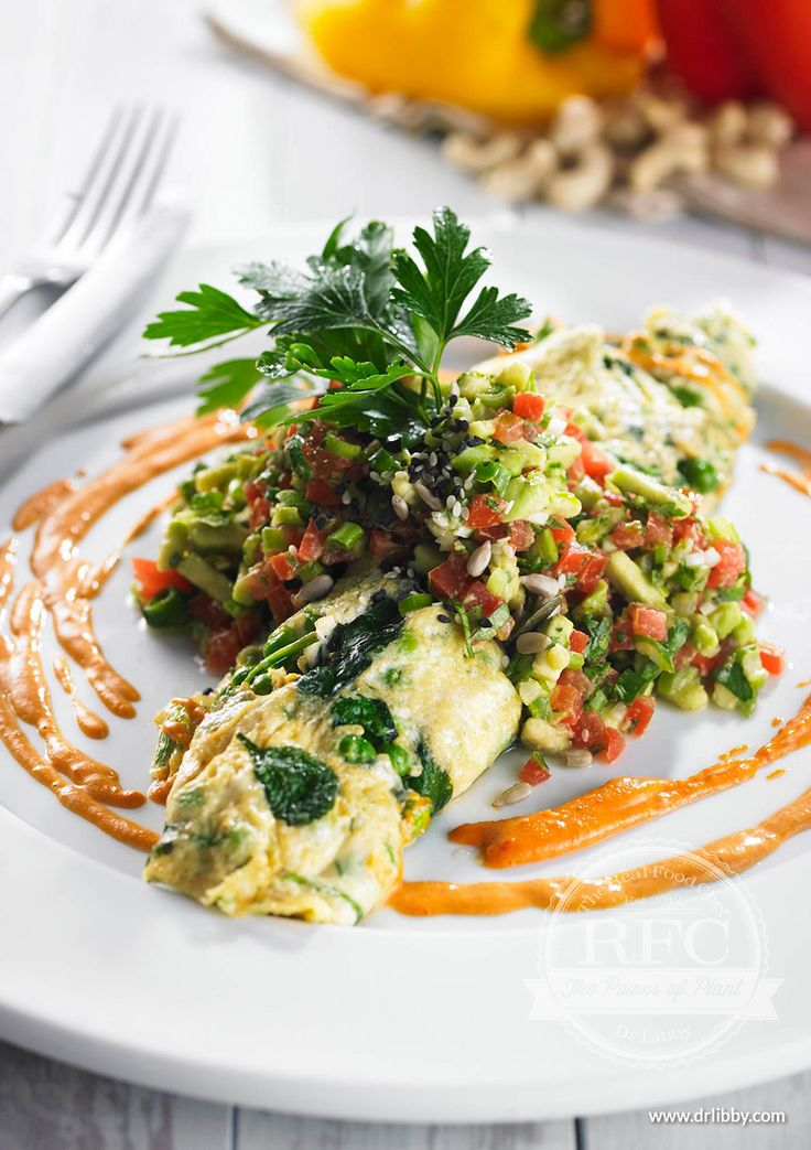Egg Crepe | This crepe is perfect for a light brunch or breakfast. It's filled with greens and contains protein, folate and vitamin E. Enjoy the alkalizing effects of the spinach and peas while savoring the rich and filling flavors of this simple dish. | www.drlibby.com Dr Libby Recipes #RealFood #HealthyEating #Brunch