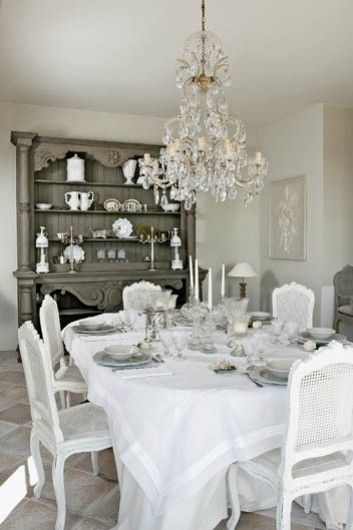 I totally want to have a girlie brunch one day and decorate like this.  Or similar.