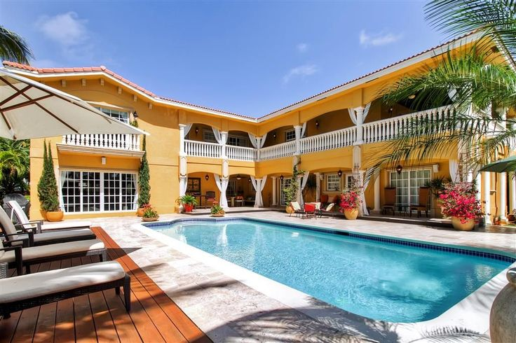 11 Spring Break Rentals That Will Fit Your Whole Squad (For Cheap)