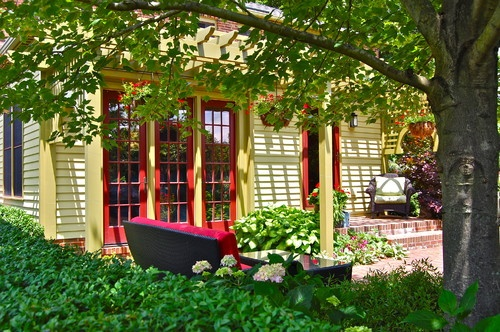 Inspirational: Red doors and red patio cushions. Howard Roberts by Liquidscapes