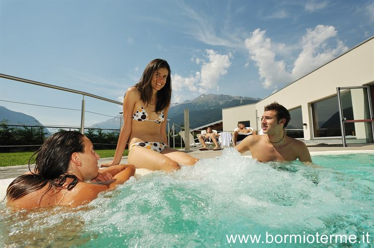 Vasca termale naturalmente calda interna esterna_ Outside/inside natural hot water pool _  Bormio Terme