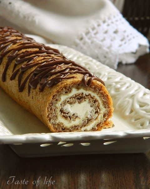 Taste of life: rolls with walnuts and sour cream