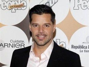 Peta regala una gallina a Ricky Martin - Cachicha.com