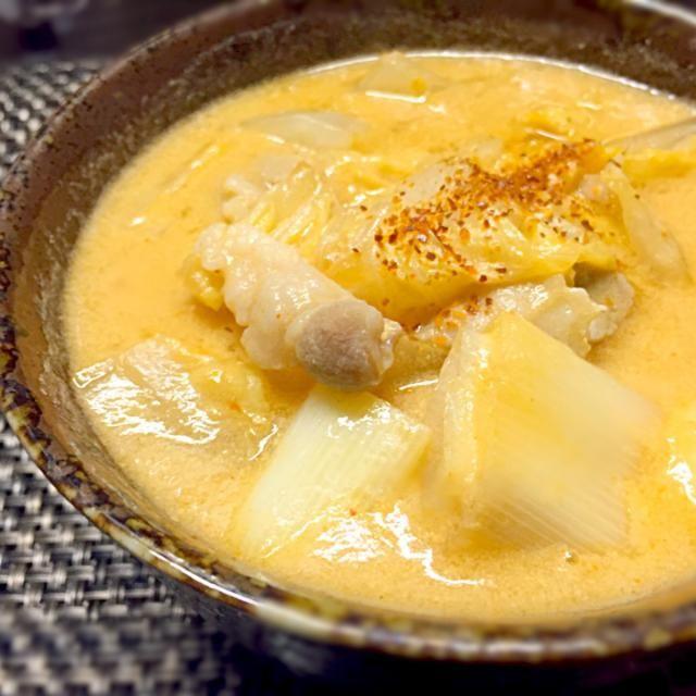 キムチも豆乳も使いたくてー(*>ω<*) 辛いのにマイルド!  具は白菜と長ネギと豚バラ肉! - 40件のもぐもぐ - あつあつ豆乳キムチ煮 by yayayayahho47m