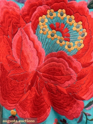 Augusta Auctions - Embroidered Figural Export Shawl, 1900 - Detail
