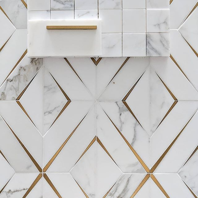 Give Me All The Calacatta And Brass Love This Combo Calacatta Is One Of My Favorite Stones B Luxury Bathroom Tiles Bathroom Tile Designs Kitchen Marble