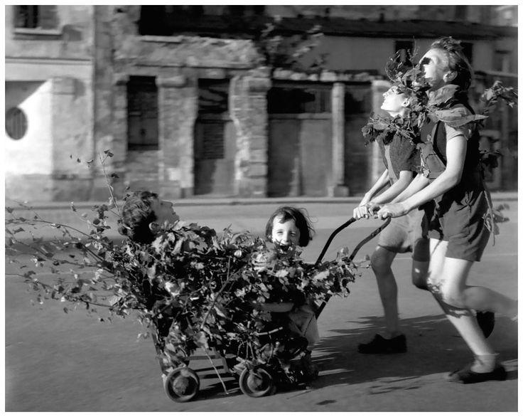 Robert Doisneau, Camouflage, Liberation of Paris, August 1944
