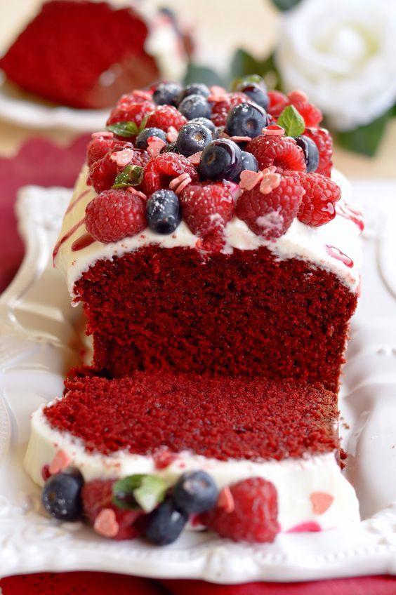 Qual è la torta perfetta da preparare il giorno di San Valentino? Senza ombra di dubbio LEI, la red velvet cake, dolce, tenera e rossa c...