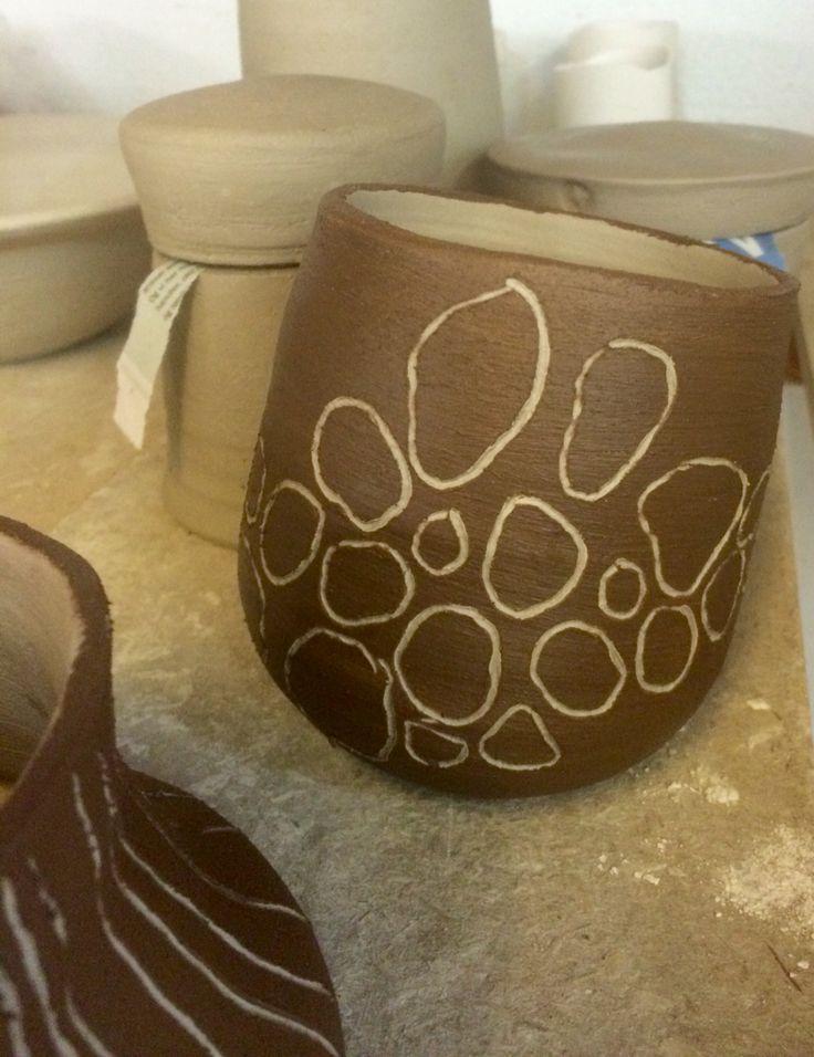 Den skæve vase, blev endnu skævere og begittet med sortlers slikker november  2015 - Mette Daa