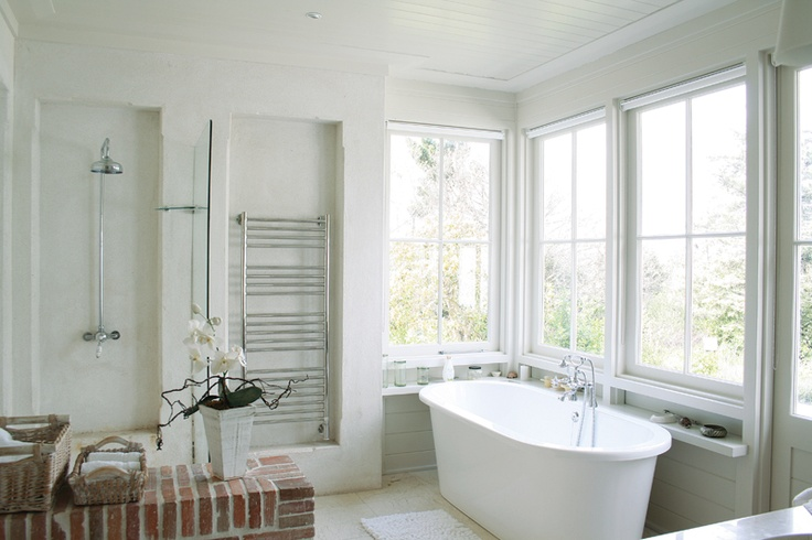 I just love a white bathroom and the terracotta lanes ceramics klompies really finish it
