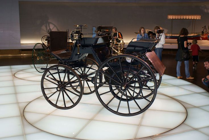 Daimler Motorkutsche 1886 LSide MBMuse 9June2013 (14796978610) - Wilhelm Maybach - Wikipedia