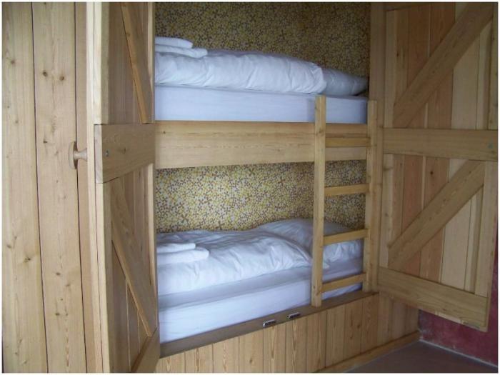 Closet Ou0027 Bunk Beds At Drosteu0027s Boerderijlodges In The Netherlands On  Remodelista
