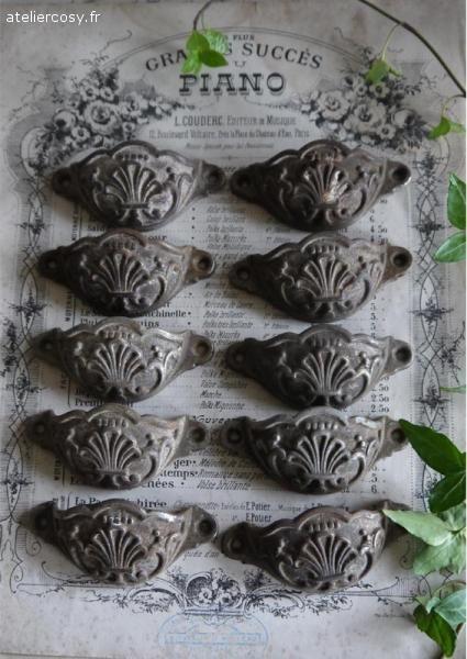 Anciennes poignées coquille pour meuble de métier Brocante de charme atelier cosy.fr