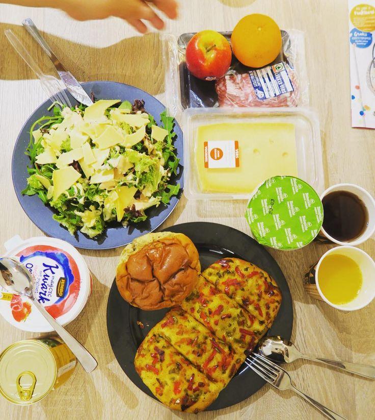 Dutch products breakfast.Eat local.  外食ばかりだとお財布に優しくないのでスーパーで買い出しその地の味を冒険つい買い過ぎる オランダは乳製品が美味しい上に安いチーズ大好き人には堪らない . . . #amsterdam #netherlands #holland #trip #travel #worldtraveler #breakfast #cheese #jumbo #spar #eatlocal #food #dutchfood #foodie