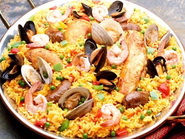 Paella med kyckling, räkor och två sorters musslor (kock recept.nu)