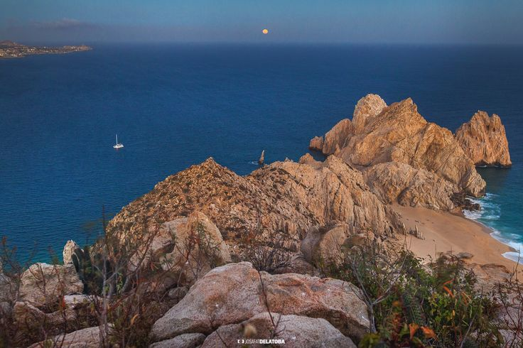 Full moon at the Lands End Los Cabos #josafatdelatoba #cabophotographer #landscapephotography #loscabos #bajacaliforniasur #fullmoon #cabosanlucas #sea