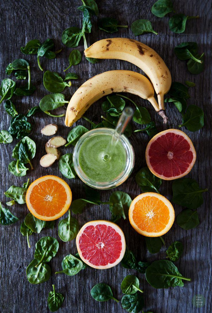 Tropical green smoothie with spinach / zielone soothie tropikalne ze szpinakiem