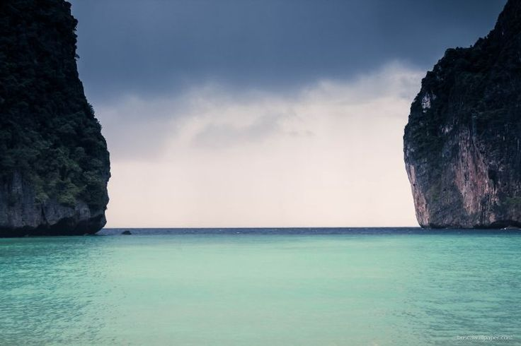 Blue sea between two formations: wallpaper with 800 x 533 pixels