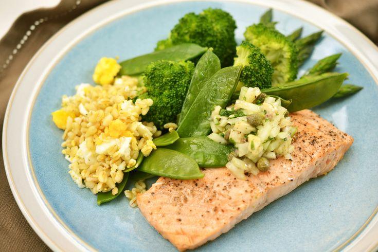 Sofie kookt met kids: gebakken zalm met een salade van snelkooktarwe en groene asperges. Gerecht speciaal voor MS-patiënten