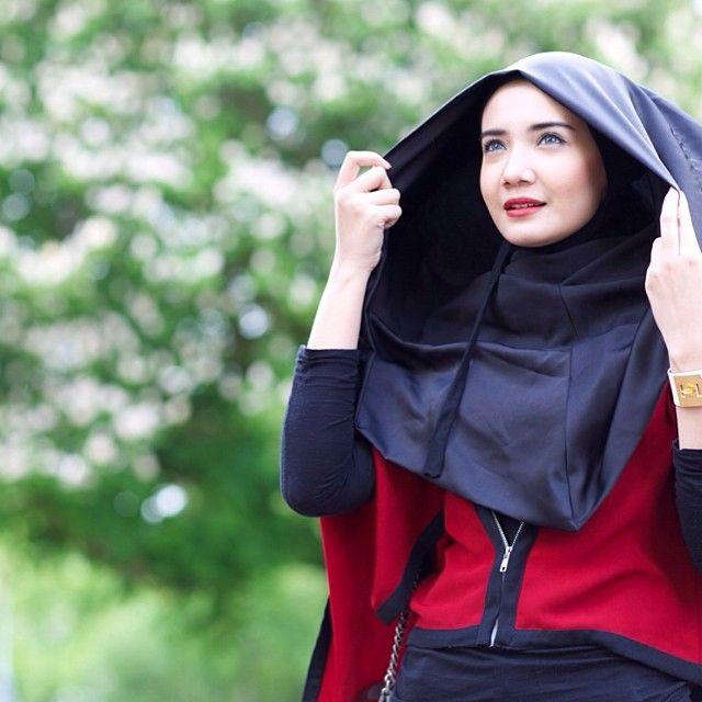 Deeja Hoodie Zaskia Sungkar Hijab Modesty Pinterest Hoodie Hijabs And Hijab Outfit
