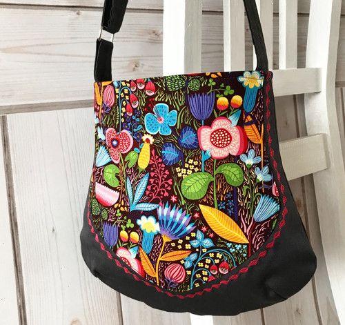 Barevná , veselá ...lovely handbag: Helen Dardic fabric, Helen´s Meadow, Clothworks. https://www.umelluzinky.cz/umelluzinky/eshop/3-1-METRAZ/2725-3-Helen-s-Meadow.