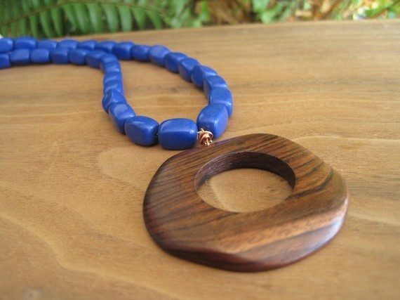 I want a wooden pendant.