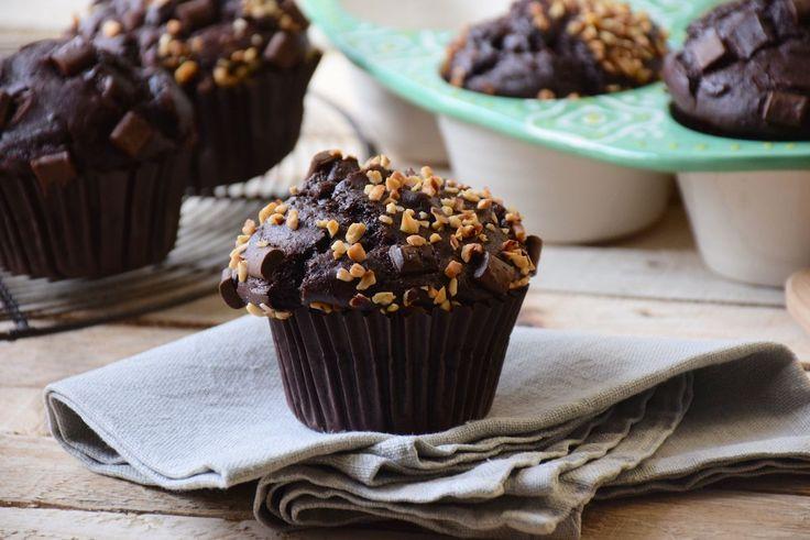 J'ai trouvé le secret de muffins chocolat aussi gonflés que ceux de Starbucks. Vous allez adorer ces muffins moelleux et bien chocolatés !