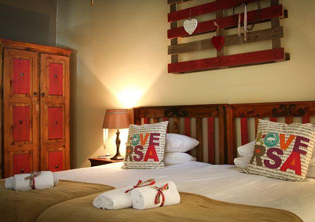 Trots Suid-Afrikaanse slaapkamer by Patria Family Farm @ Tramonto.