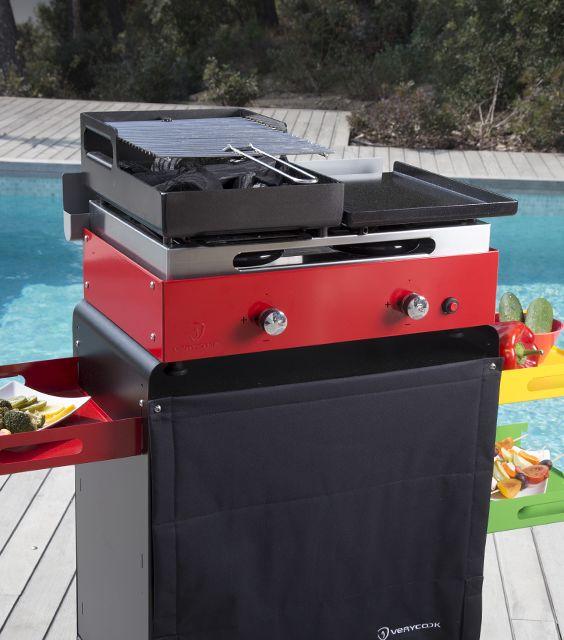 LE COMBINÉ PLANCHA BARBECUE ROUGE VERYCOOK. Retrouvez le goût d'un barbecue authentique au charbon de bois et les qualités de cuisson d'une plancha à gaz. Les braises du barbecue sont incandescentes en moins de 5 minutes grâce à l'allumage express par les brûleurs à gaz. http://www.verycook.com/accessoire-plancha/plancha-barbecue-accessoire-236