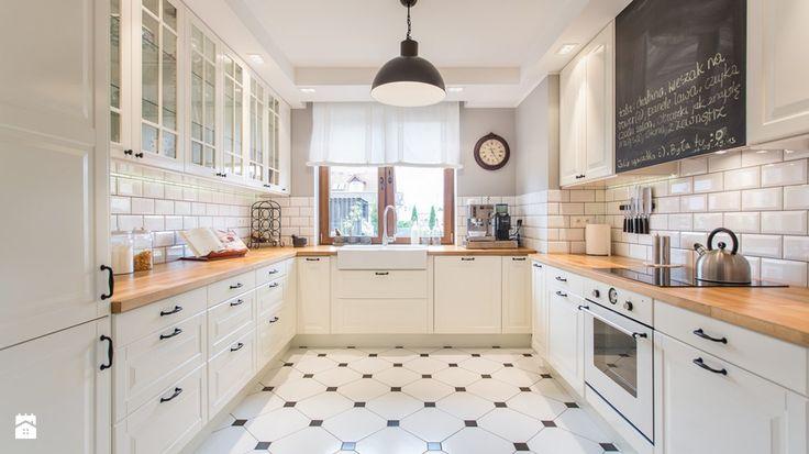 Krótko, acz trafnie: podłoga w kuchni ma być ostoją czystości i trwałości. Znosić nasze kulinarne eksperymenty, nie poddawać się wilgoci ani spadającym przedmiotom. Wybierzmy raz a ...