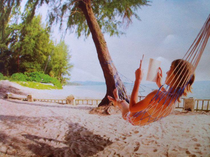 How I wish I was there right now.. | #paradise #paradijs #beach #sea #holiday #vakantie #zee #strand #pacific #hammock #hangmat #droom #wens #relax #beautiful #shore #kust #mooi_strand