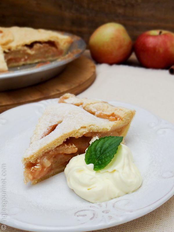 A Martha Stewart, no seu livroMartha's American Food, diz que não há sobremesa mais americana do que uma Apple Pie. E se a Martha falou, está falado :) E realmente, como resistir a uma apple…