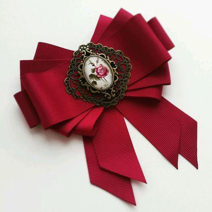 Купить или заказать Брошь-галстук ' Роза' в интернет-магазине на Ярмарке Мастеров. Брошь выполнена из качественных материалов. Красивый модный цвет придает этому аксессуару особый шарм.